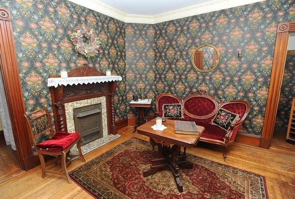 sitting room-parlor